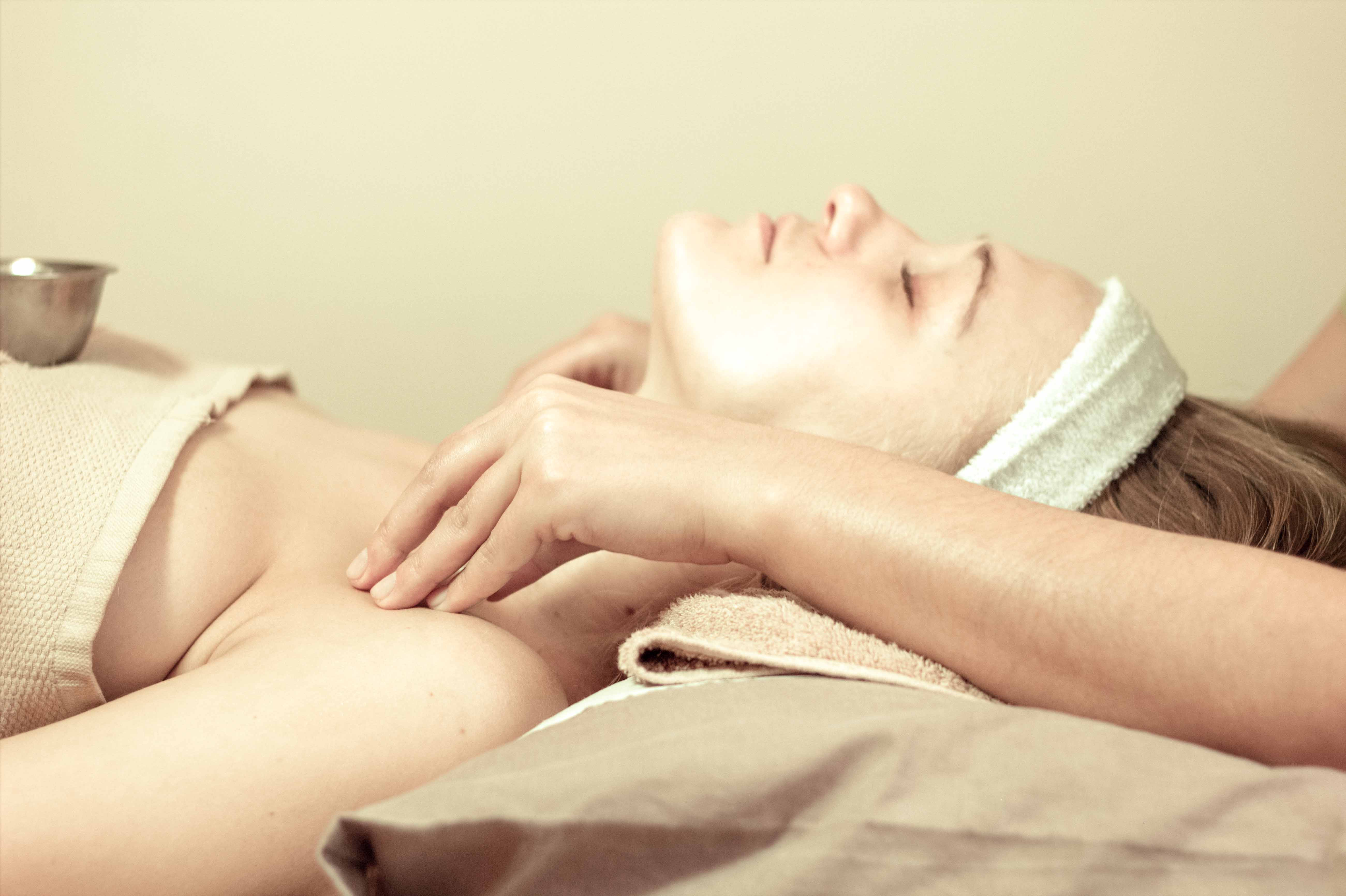 Beehive Healthcare | Massage, Chinese Massage, Liposculpture, Facial Peeling, Dermapens and Healthcare Treatments Chester | holistic complementary treatments massage in chester image