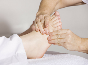 Beehive Healthcare | Aromatherapy, Acupuncture and Reflexology | foot massage
